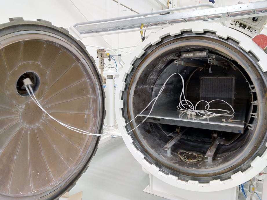 Figure 2: Installed feedthrough gland at the door with sensors cables and sensor adaptors at the NLR autoclave.