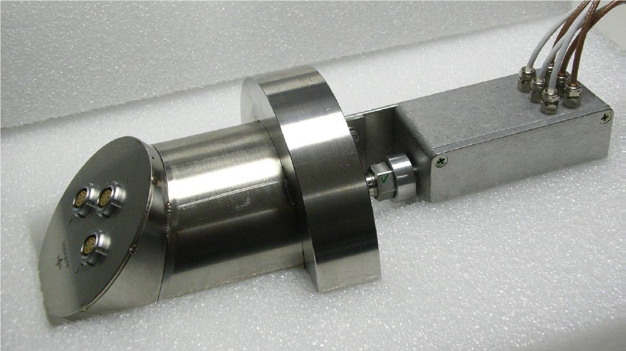 Special flanges for autoclave wall feed-through.